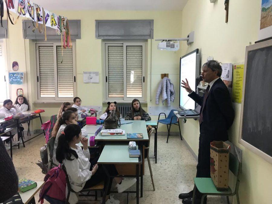 Marzo della Costituzione ai plessi Montessori e Giovanni Paolo